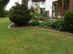 Основен камък за оформяне на кант в градината